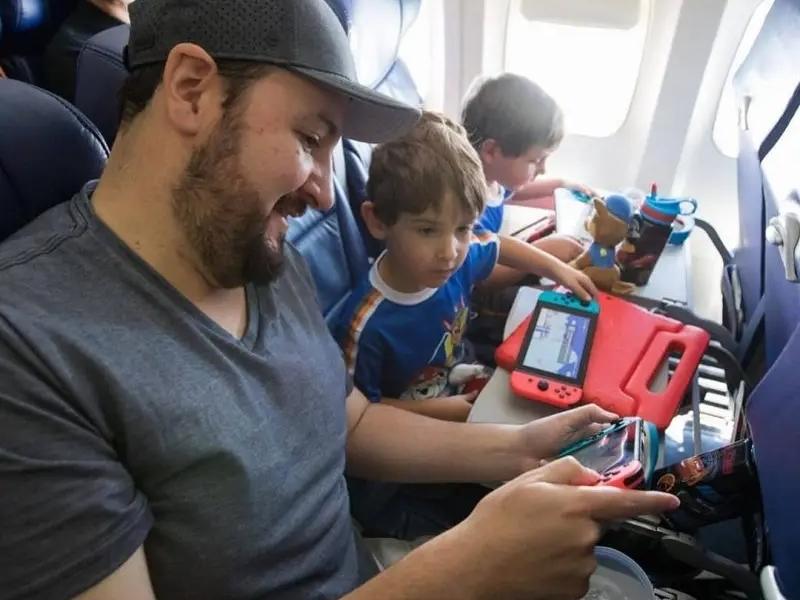 pode levar video game no avião
